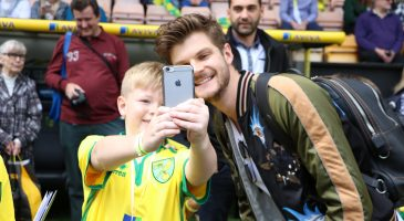Jim Chapman poses with fan