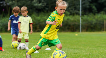 Weekly football courses for kids this autumn